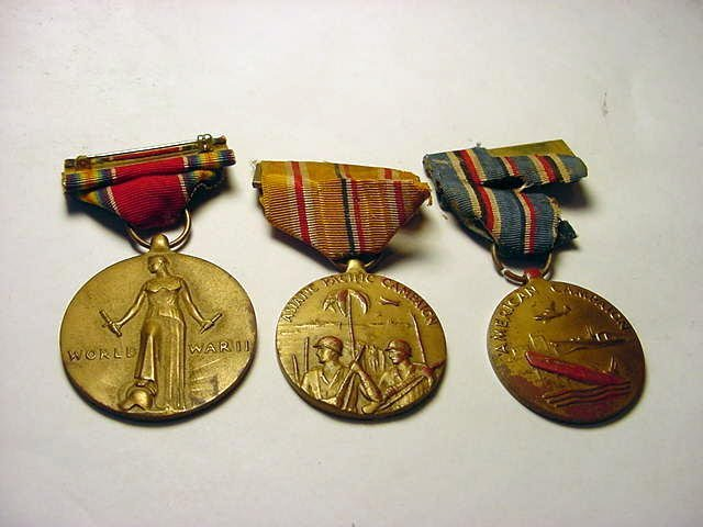 329: [3] WWII MILITARY MEDALS