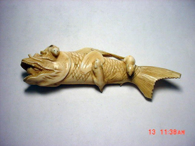 333: ANTIQUE CHINESE IVORY CARVING