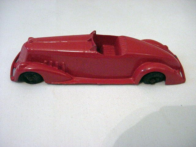 11: VINTAGE TOOTSIE TOY CAR