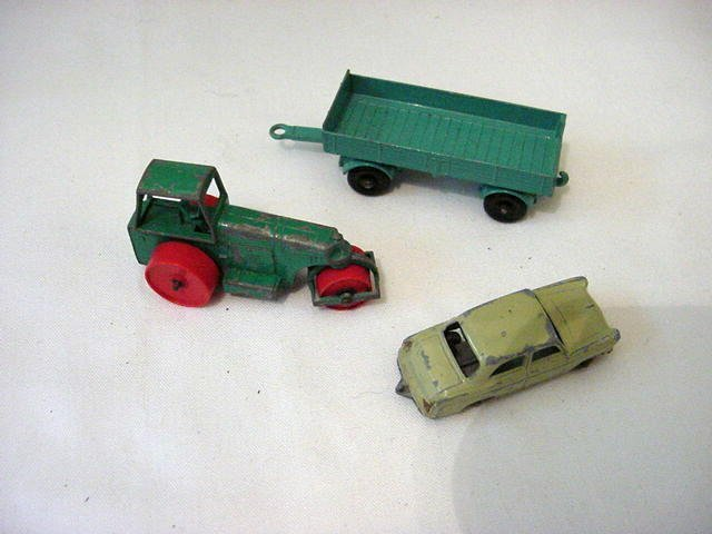 22: [3] VINTAGE MATCHBOX CARS