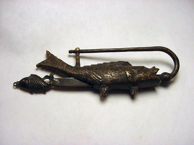 8: CHINESE BRONZE FISH LOCK