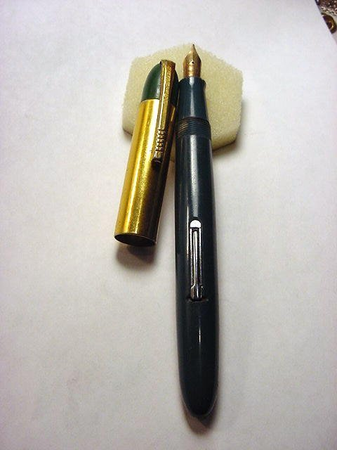 17: WARWICK FOUNTAIN PEN WITH 14K GOLD POINT