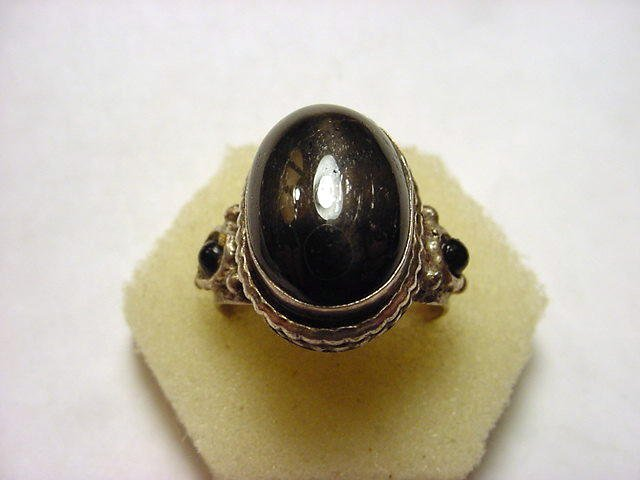 11: STERLING BLACK STAR SAPPHIRE RING SIZE 8
