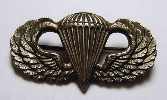 164: WWII STERLING PARATROOPERS BADGE