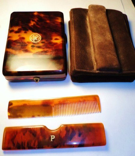 1: VINTAGE TORTOISE SHELL COMPACT & COMB SET IN FITTED