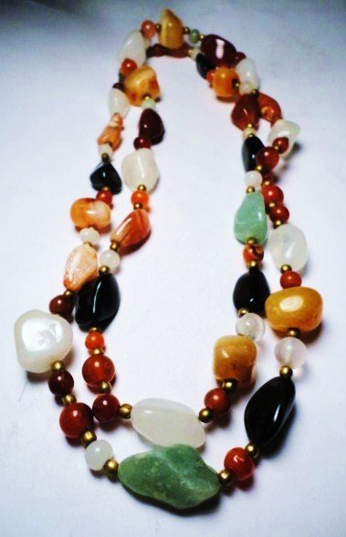 9: VINTAGE NATURAL STONE NECKLACE