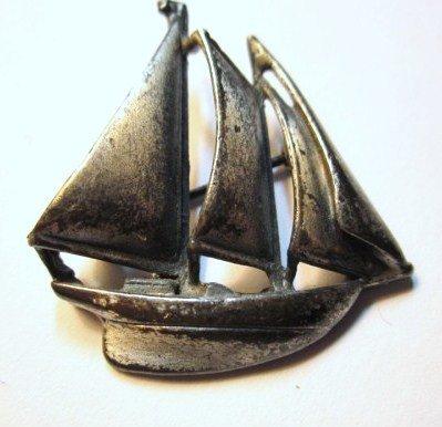 13: VINTAGE SAILBOAT PIN