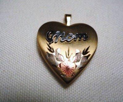 20: VINTAGE GOLD FILLED MOTHER LOCKET