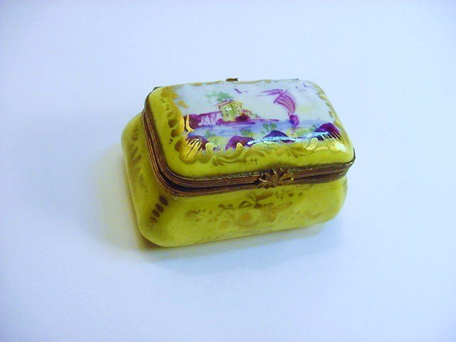 ANTIQUE SEVRES HANDPAINTED PORCELAIN BOX