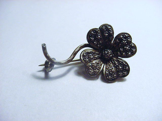 VINTAGE SILVER FLOWER PIN