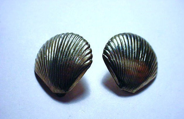 VINTAGE STERLING SHELL  CLIP ON EARRINGS