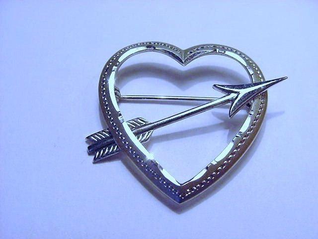 VINTAGE SILVER HEART PIN
