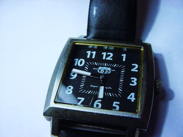 VINTAGE PHILIPS 66 WATCH NEEDS BATTERY