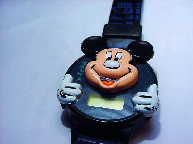 DISNEY MICKEY MOUSE WATCH NEEDS BATTERY