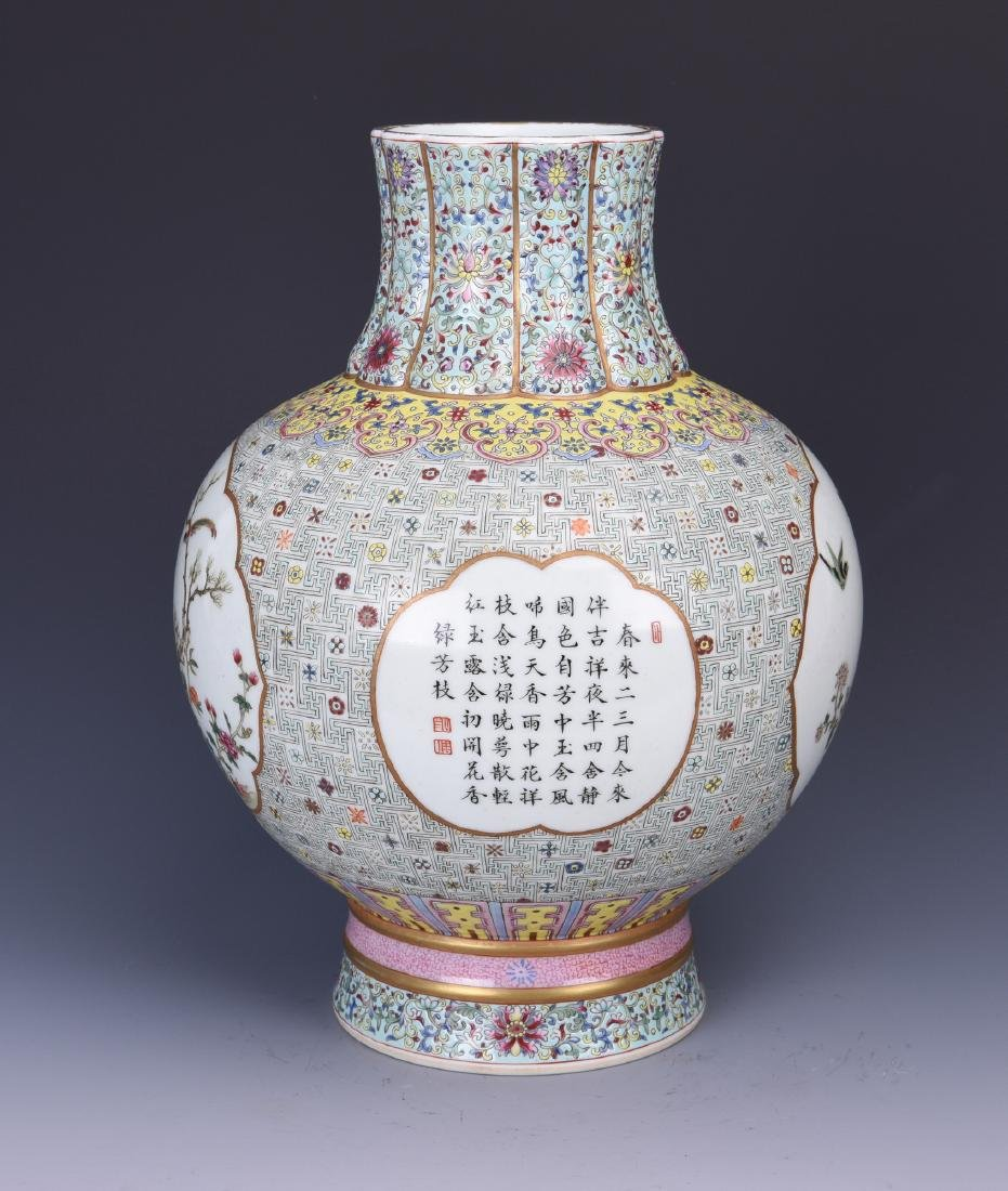 A FAMILLE ROSE PORCELAIN VASE WITH CALLIGRAPHY