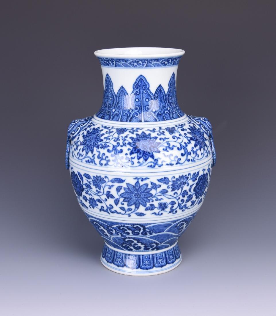 A BLUE AND WHITE PORCELAIN PUSHOU VASE