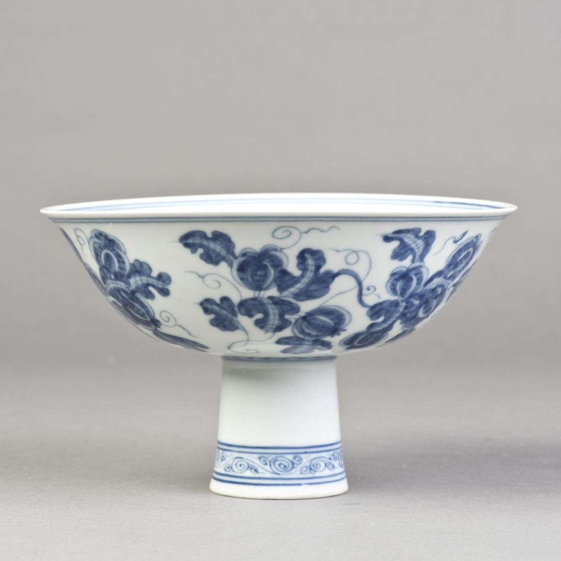 A BLUE AND WHITE GOBLET BOWL