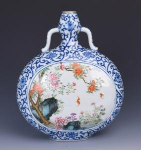 A BLUE AND WHITE MOONFLASK PORCELAIN VASE WITH ROUNDELS