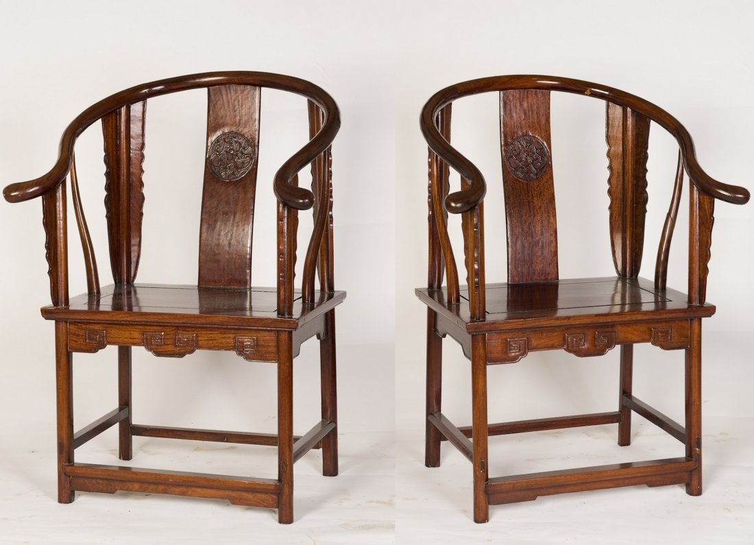 A PAIR OF HORSESHOE-BACK CHAIRS
