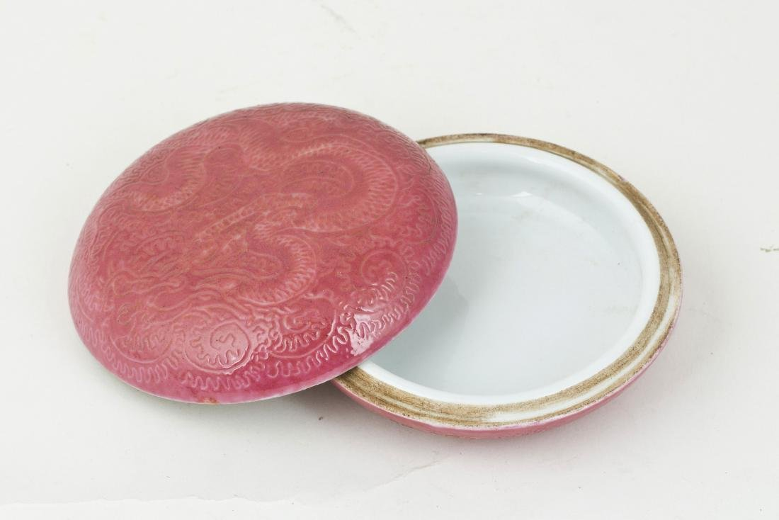 A porcelain dish for inkpad