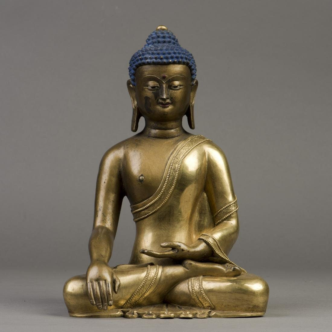 A GILT BRONZE SCULPTURE OF LONGEVITY BUDDHA