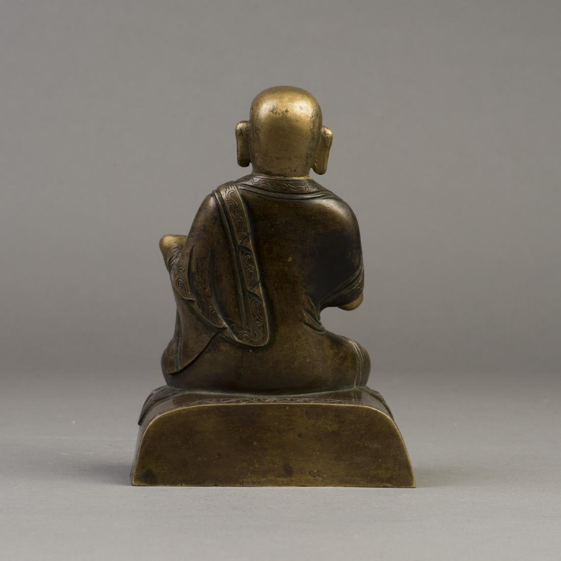 A GILT BRONZE SCULPTURE OF BUDDHA - 3