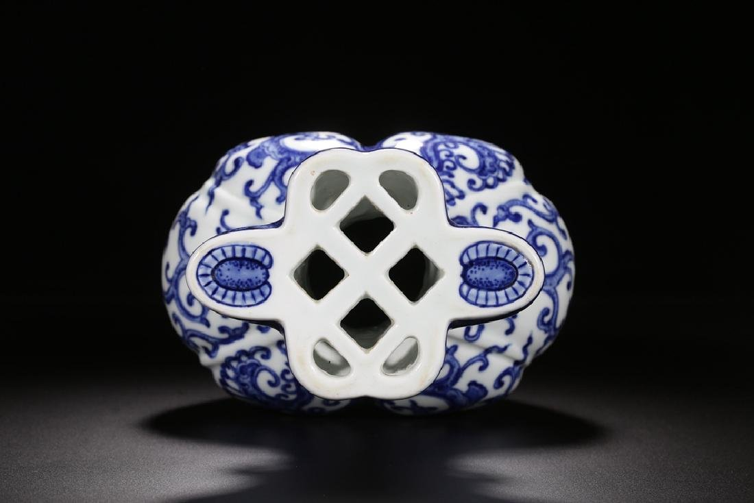 AN UNUSUAL BLUE AND WHITE PHOENIX FOILAGE VASE - 8