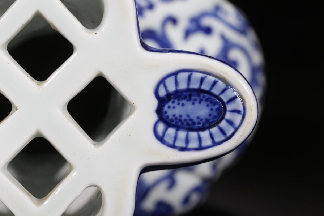 AN UNUSUAL BLUE AND WHITE PHOENIX FOILAGE VASE - 9