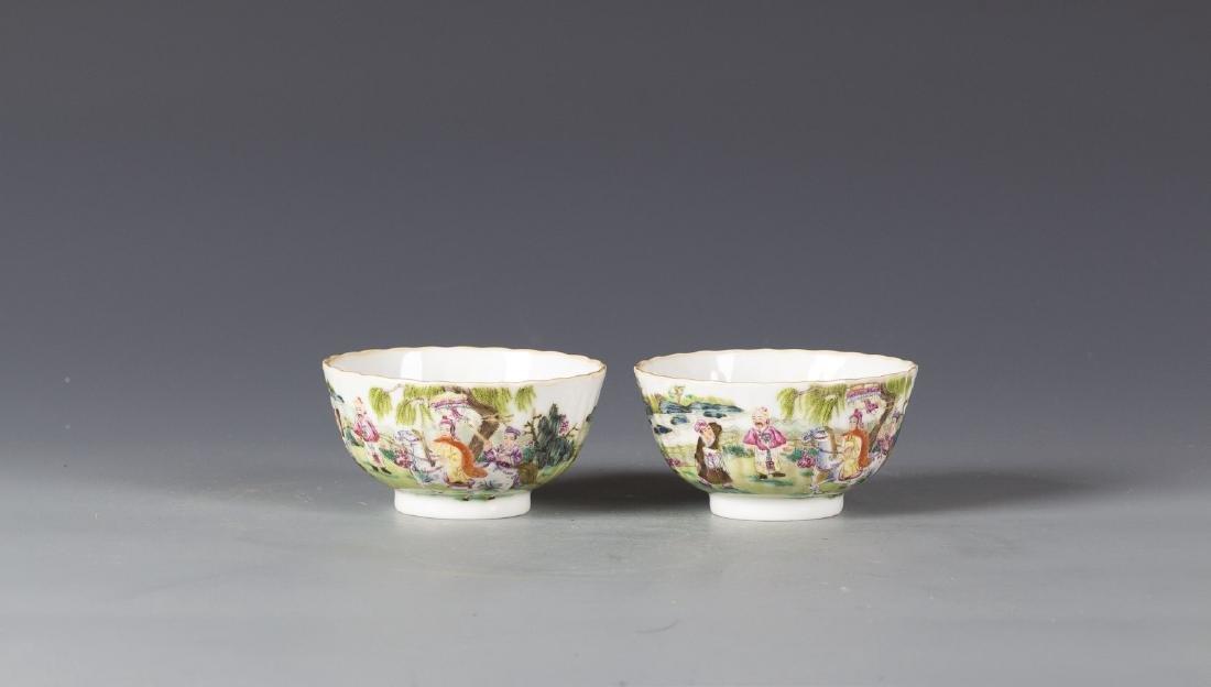 A pair of Famille Rose  Porcelain bowl