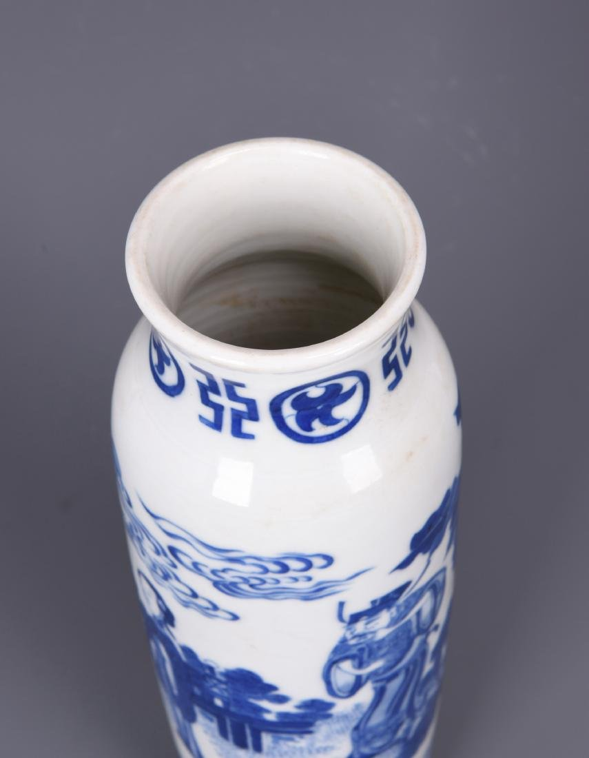 A BLUE AND WHITE PORCELAIN BRUSH POT - 9
