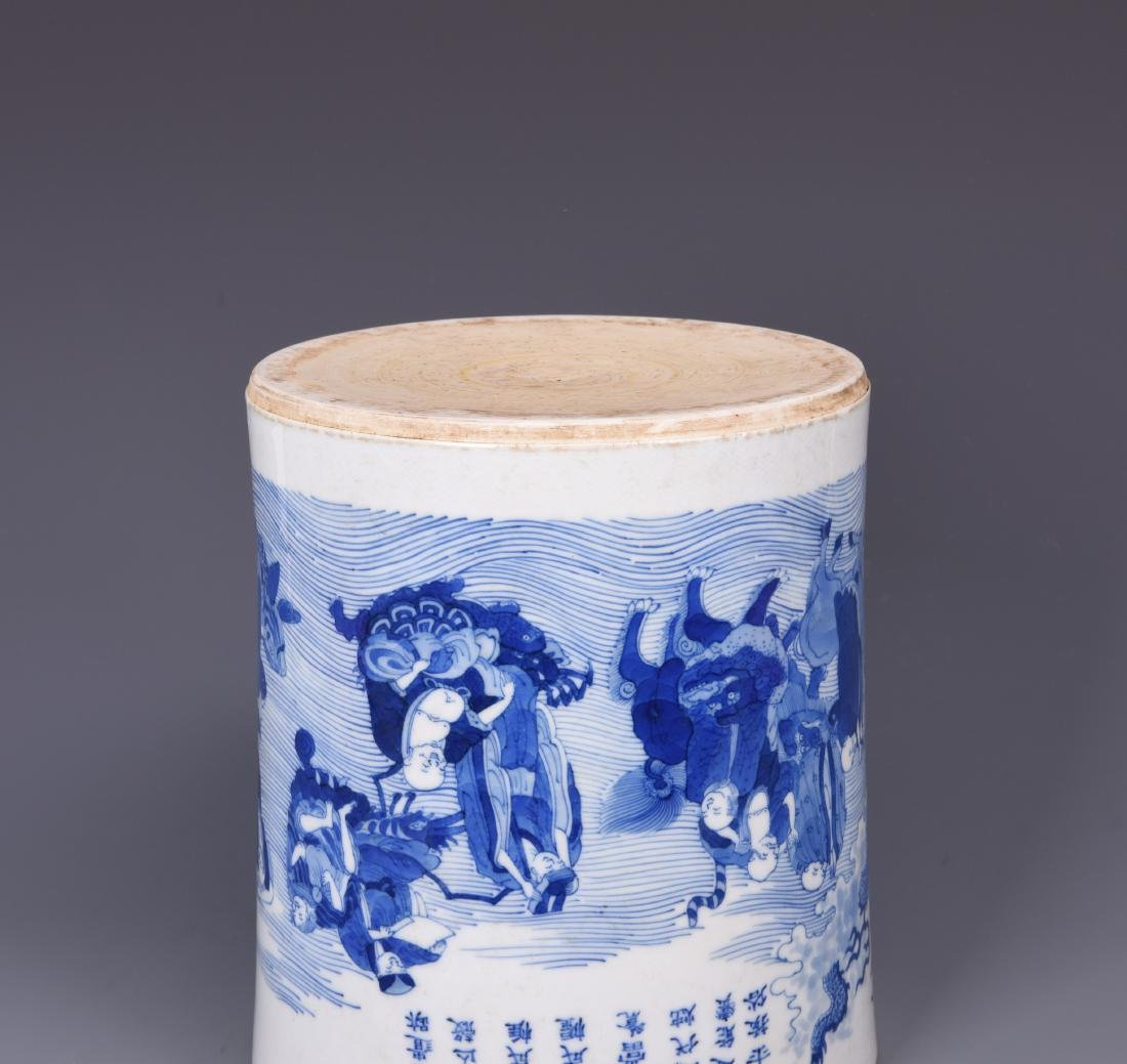 A BLUE AND WHITE PORCELAIN BRUSH POT - 12