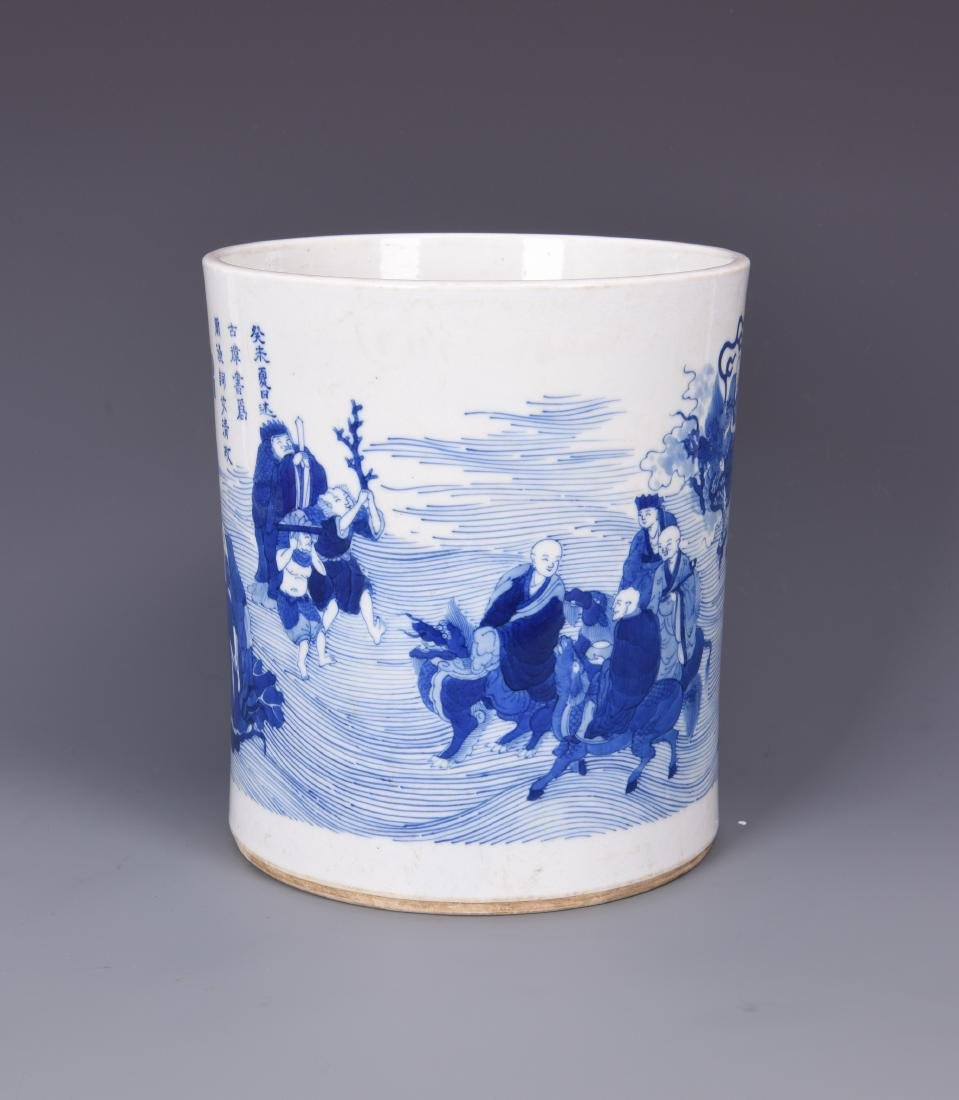 A BLUE AND WHITE PORCELAIN BRUSH POT - 6