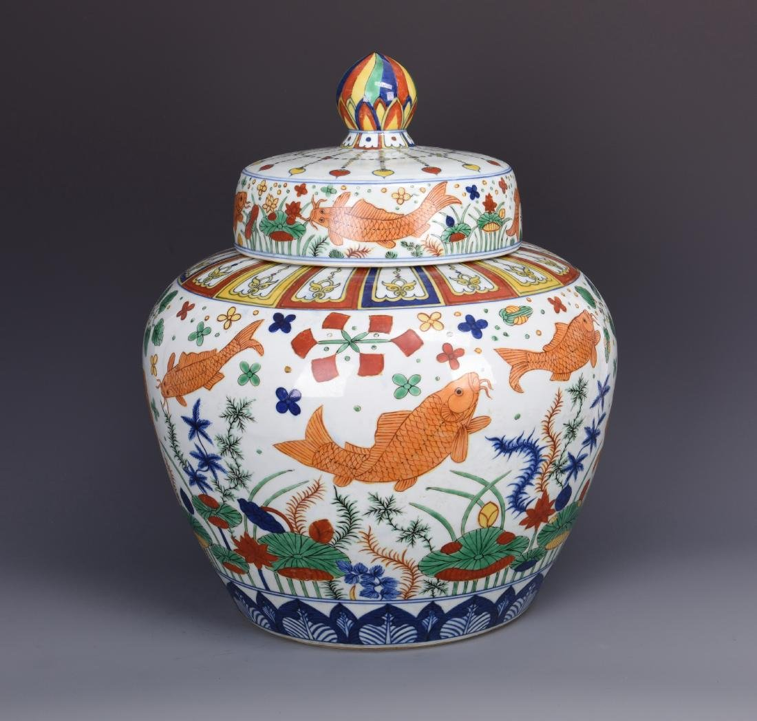 A BLUE AND WHITE AND WUCAI PORCELAIN JAR WITH COVER