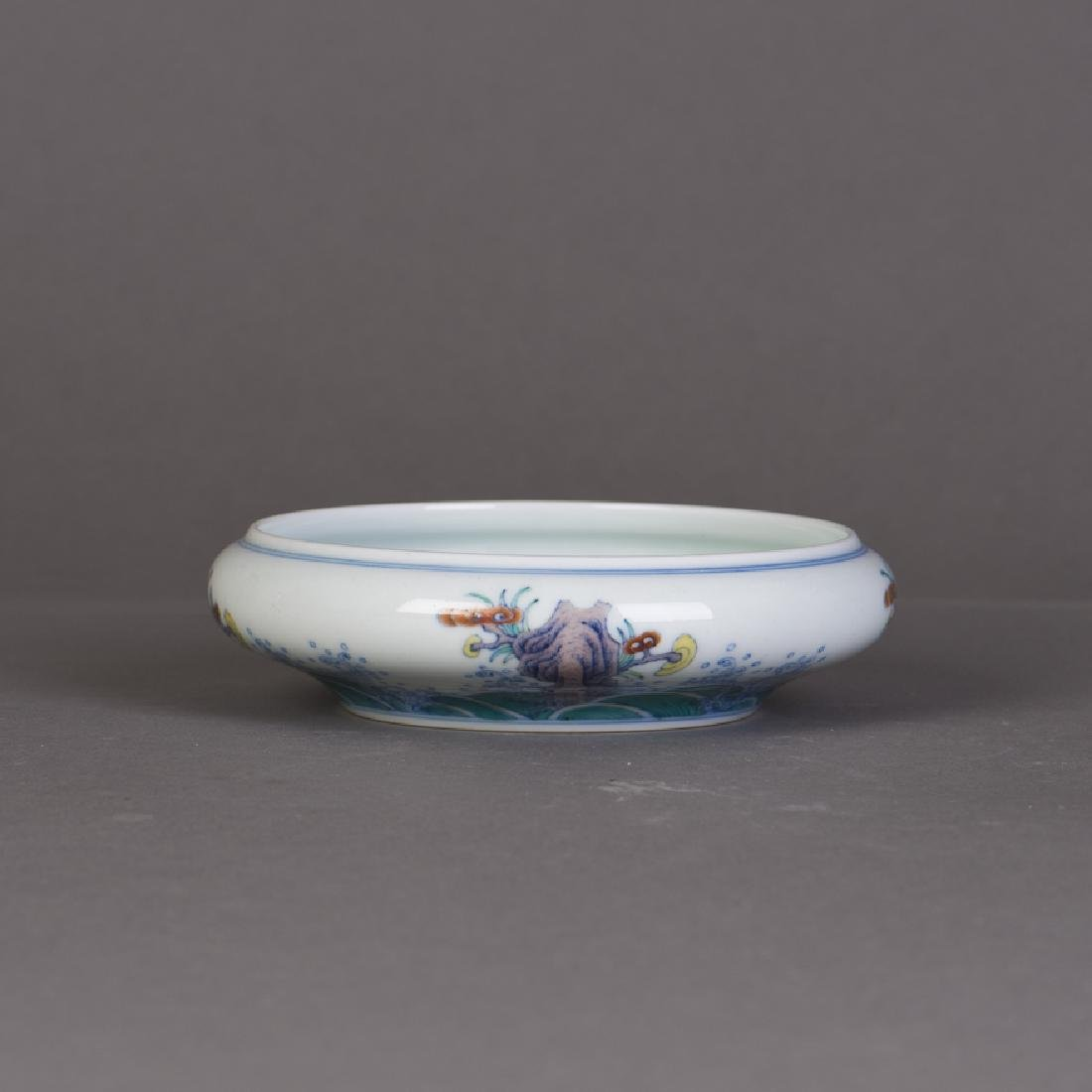 A CHINESE DOUCAI PORCELAIN BRUSH WASHER