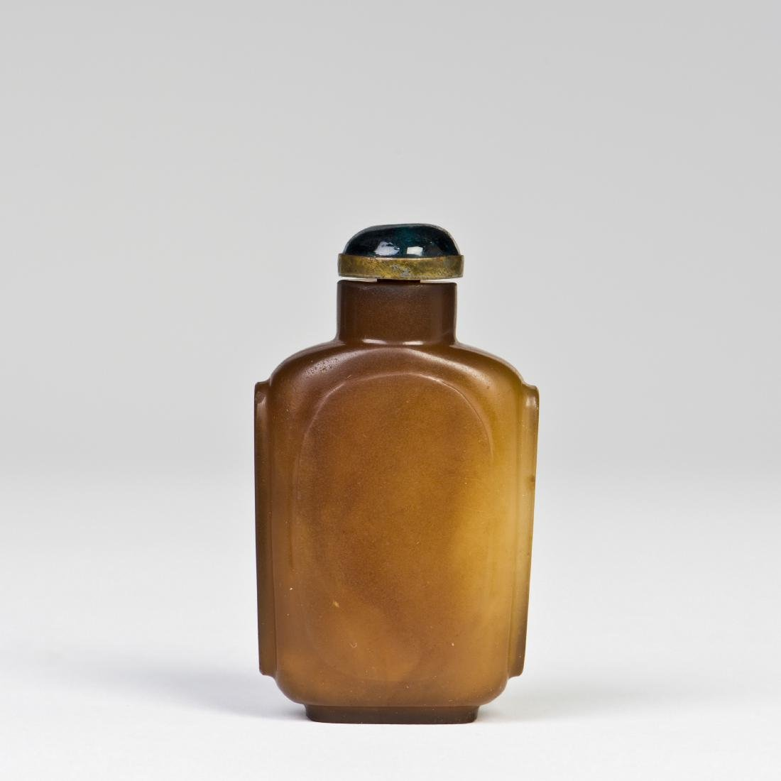 A BROWN AGATE GLASS SNUFF BOTTLE