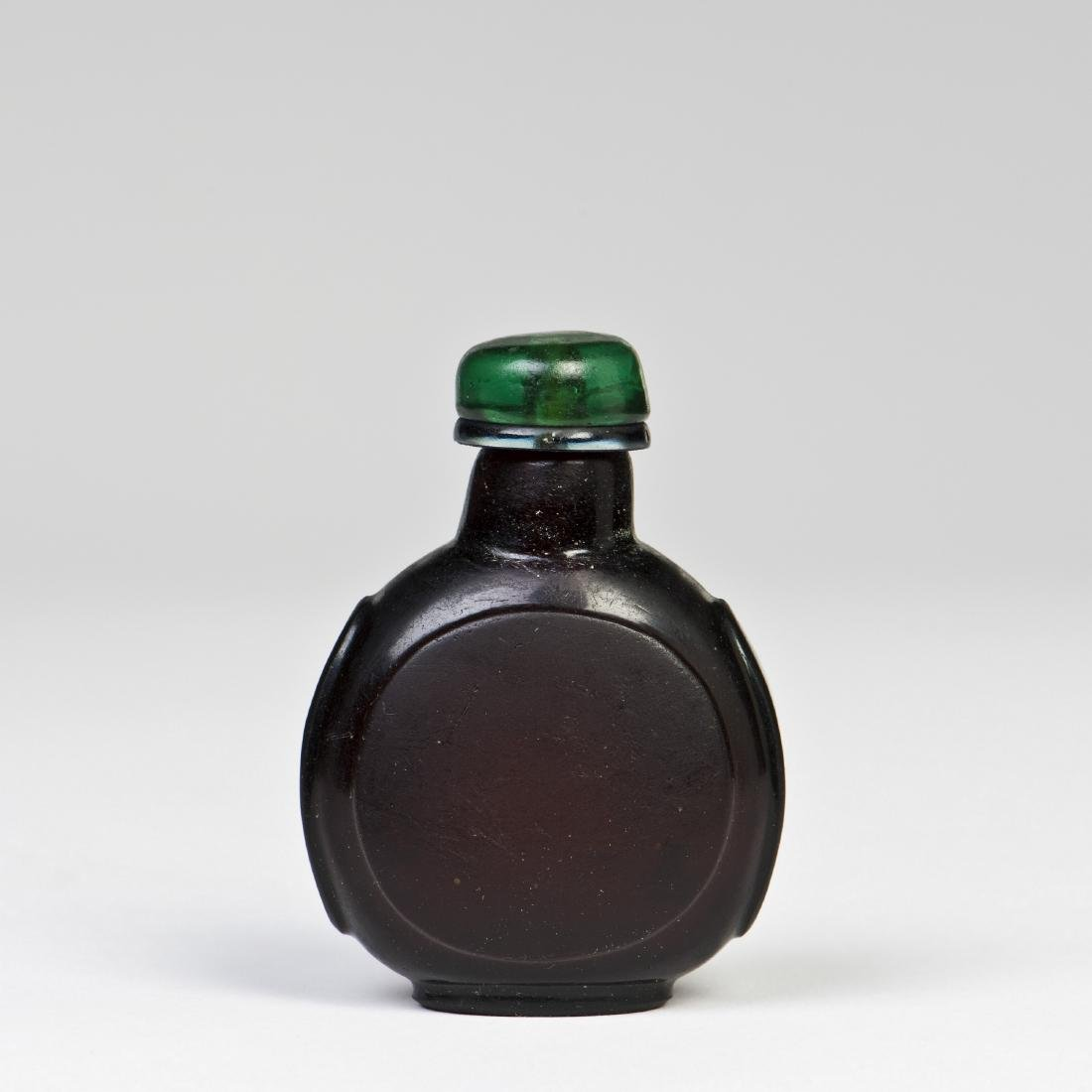 A BLACK AGATE GLASS SNUFF BOTTLE