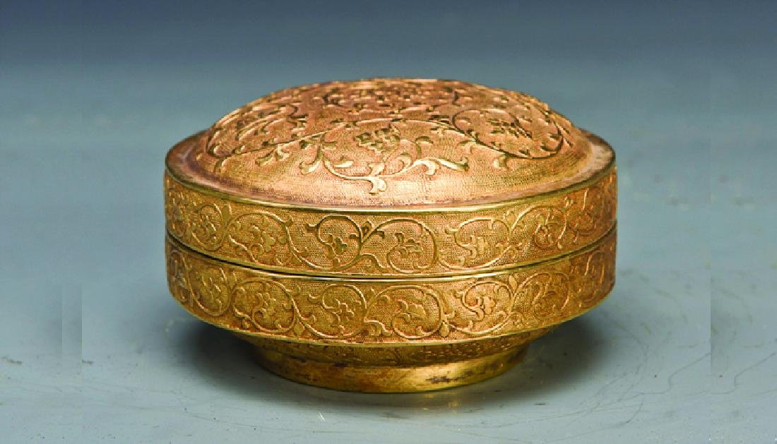 A GILT POWDER CASE