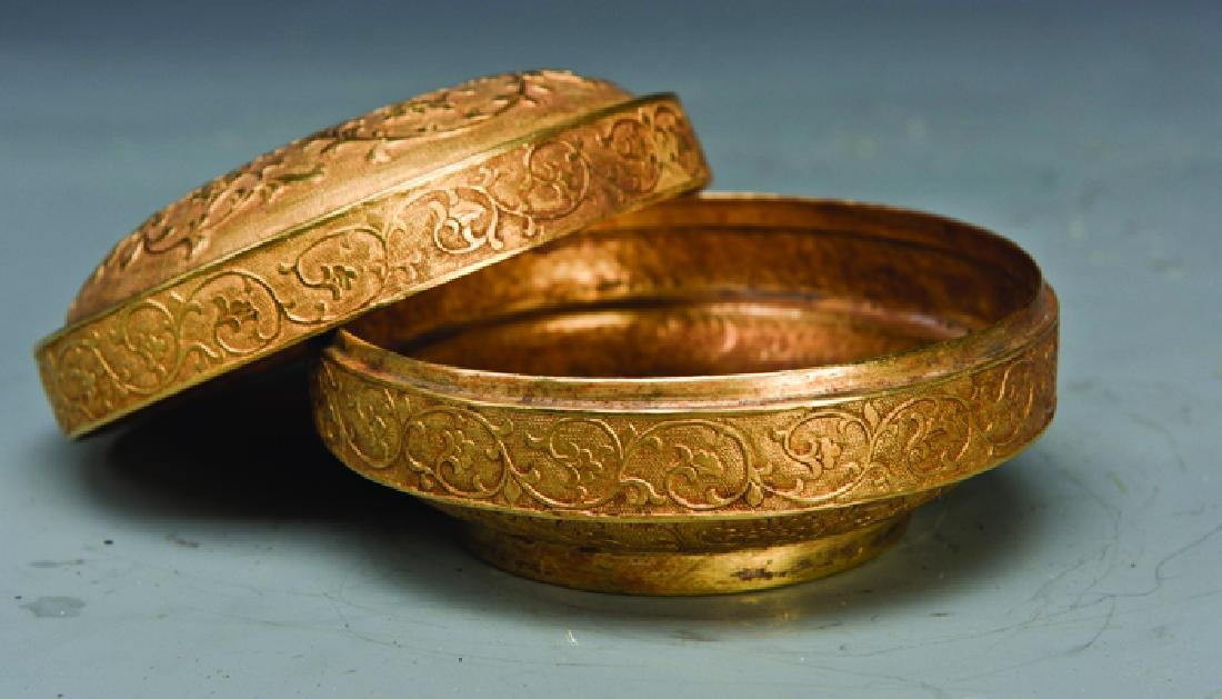 A GILT POWDER CASE - 2