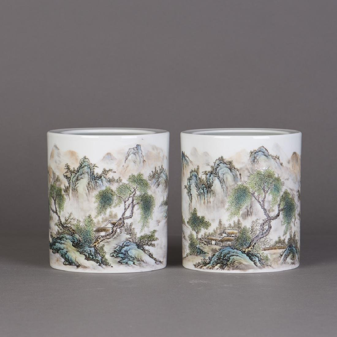 A PAIR OF CHINESE FAMILLE ROSE PORCELAIN VASES