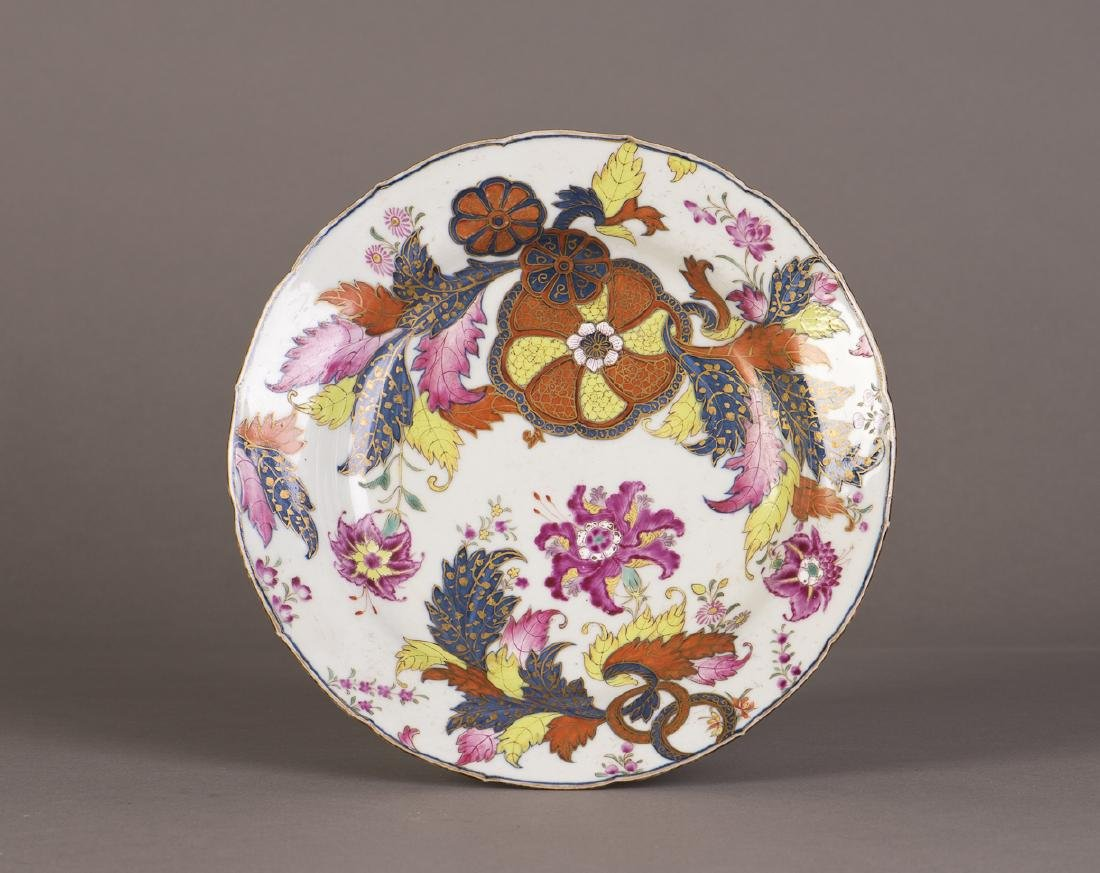A ROUND CHINESE PORCELAIN PLATE