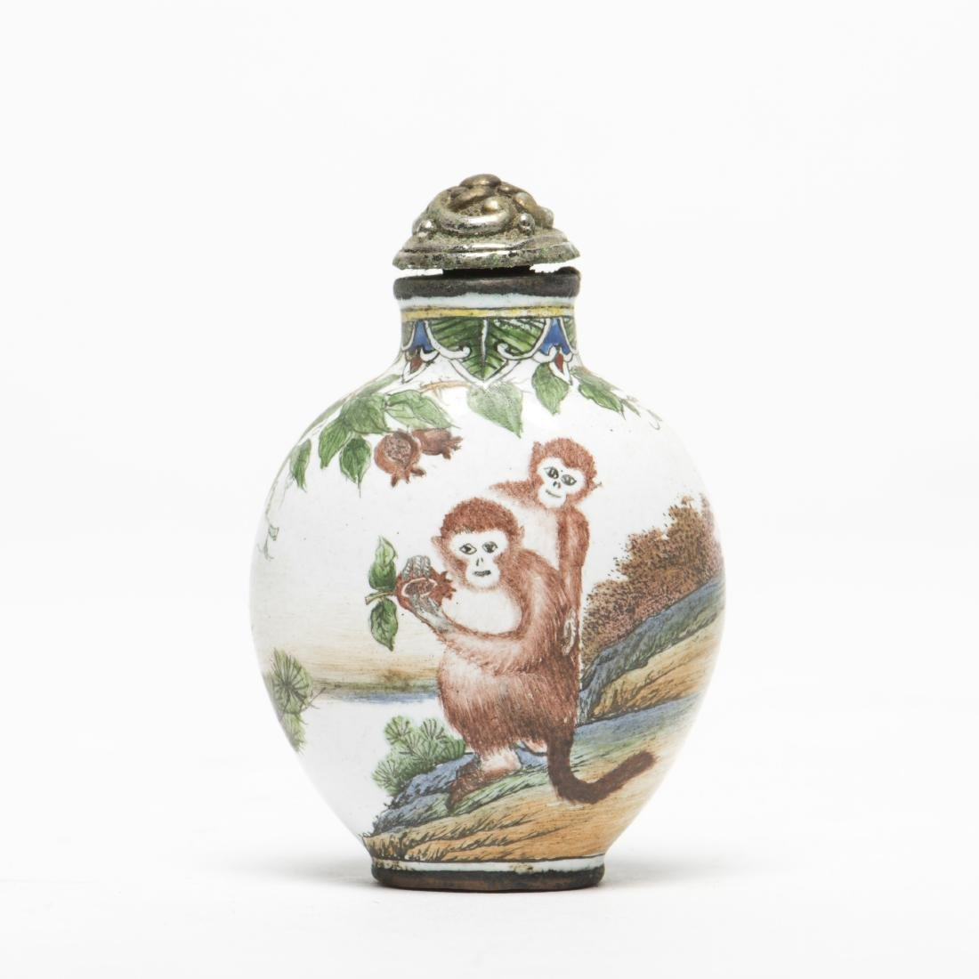 A MONKEY PATTERNS SNUFF BOTTLE