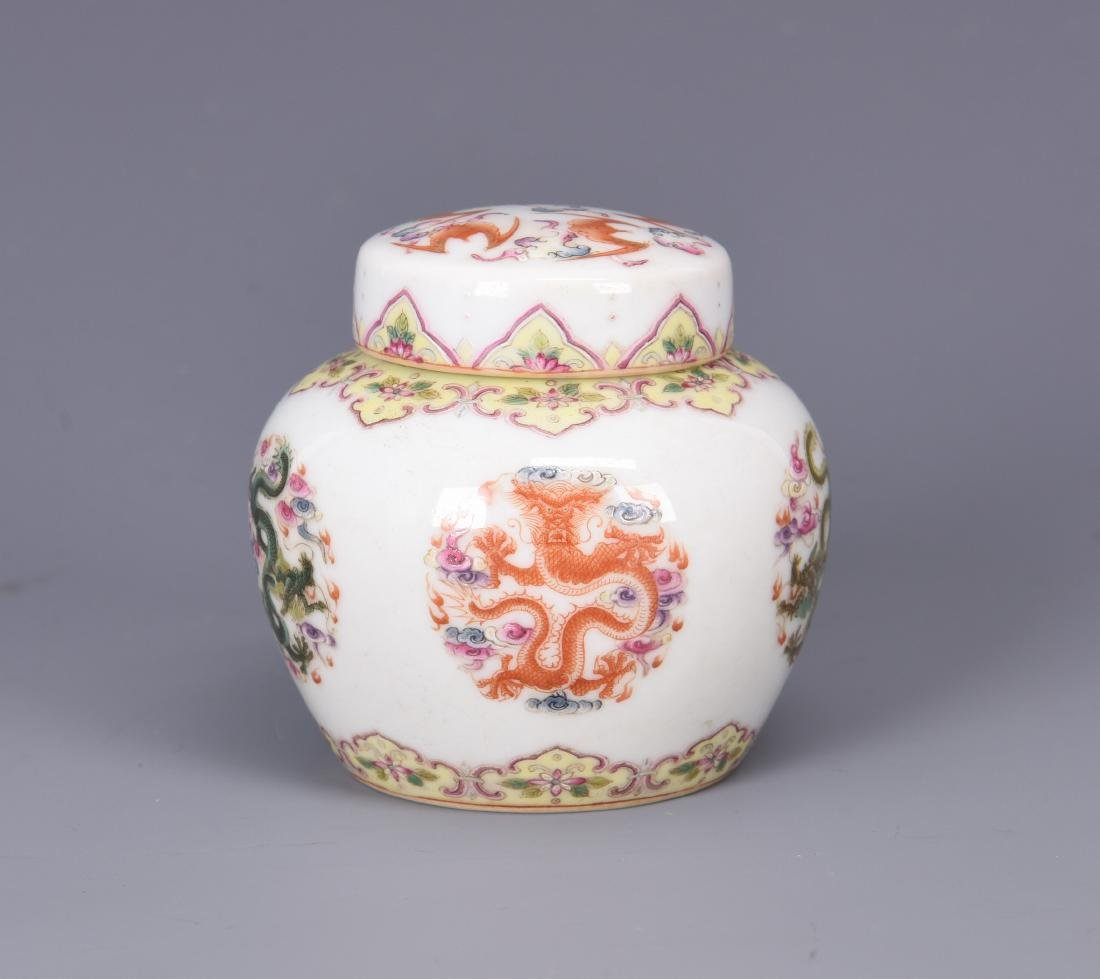 A FAMILLE ROSE PORCELAIN JAR WITH A COVER