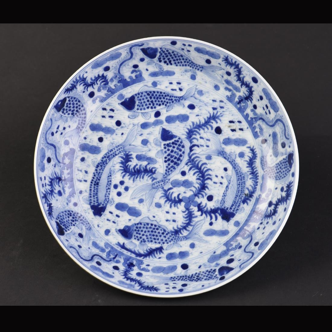 A BLUE AND WHITE 'FISH' PORCELAIN DISH