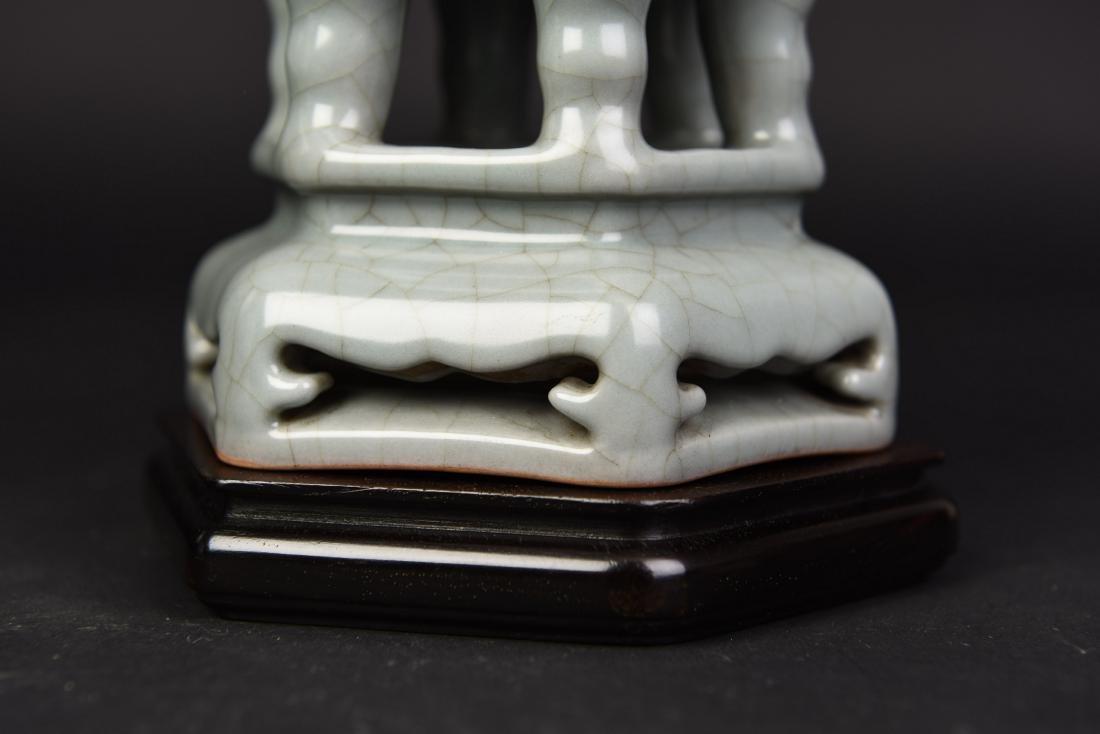 A ZUN WITH A POMETIA BOX - 3