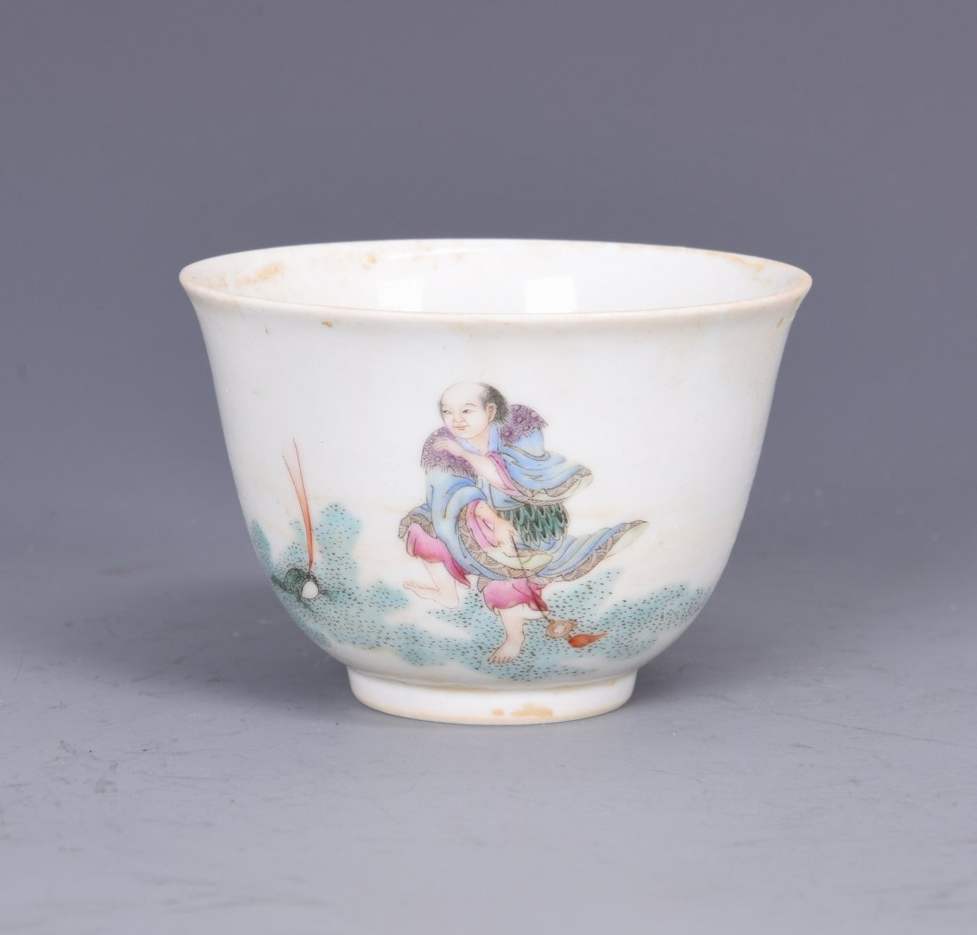 A FAMILLE ROSE PORCELAIN 'FIGURES'  CUP, QING DYNASTY