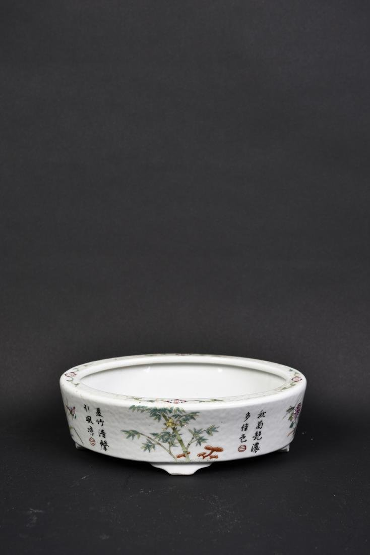 A PORCELAIN ROUNDED NARCISSUS BOWL
