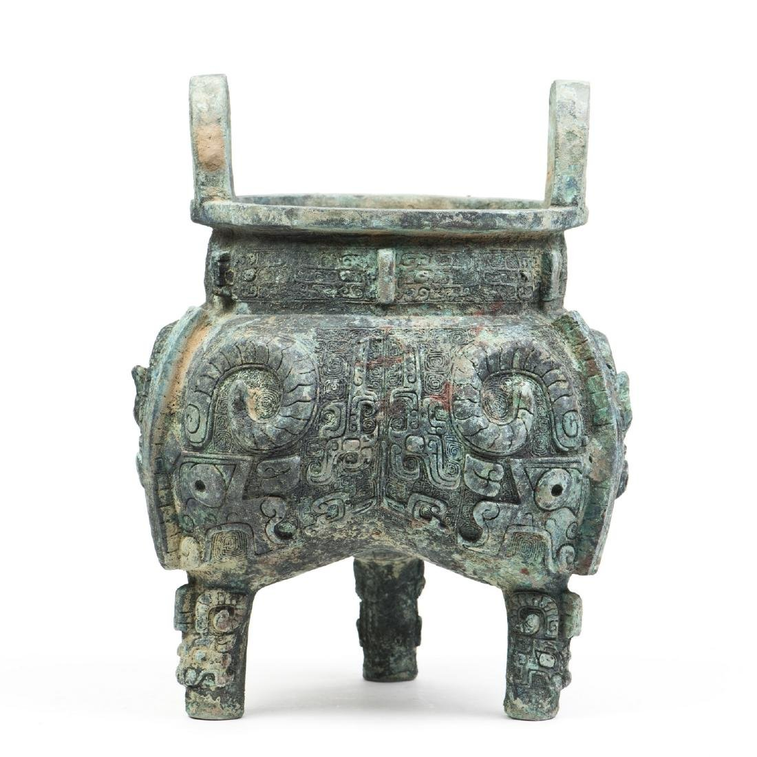 A DECORATIVE CHINESE  BRONZE CENSER