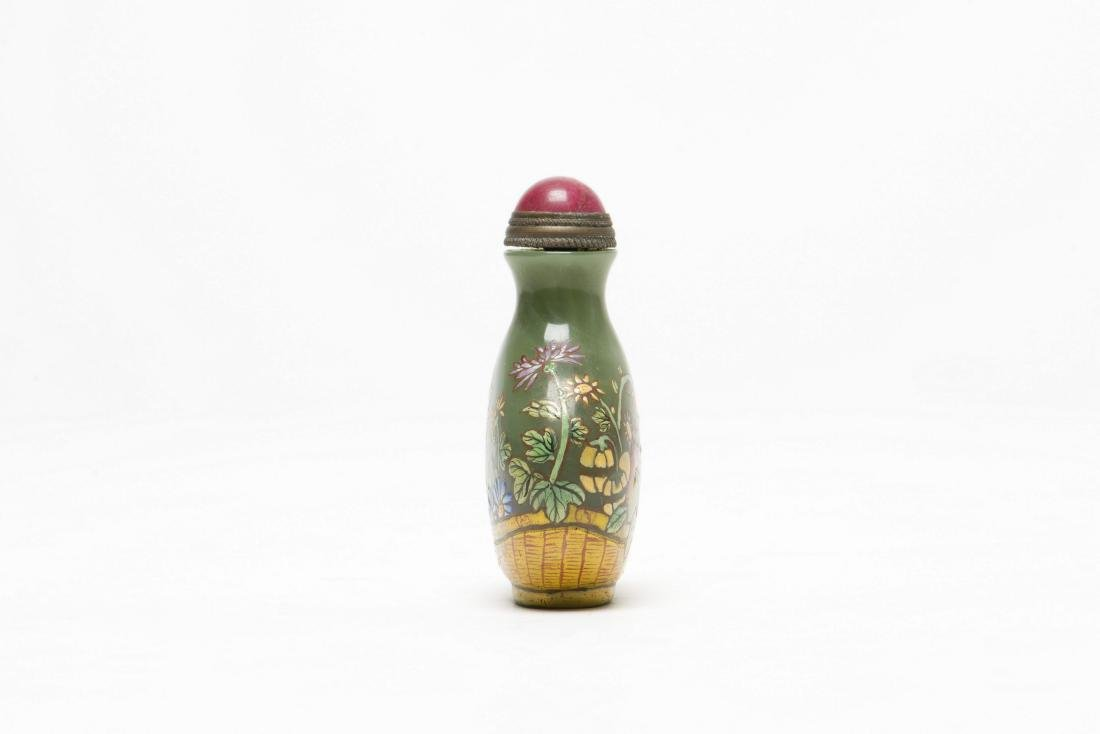 A FLORAL PATTERN SNUFF BOTTLE - 2