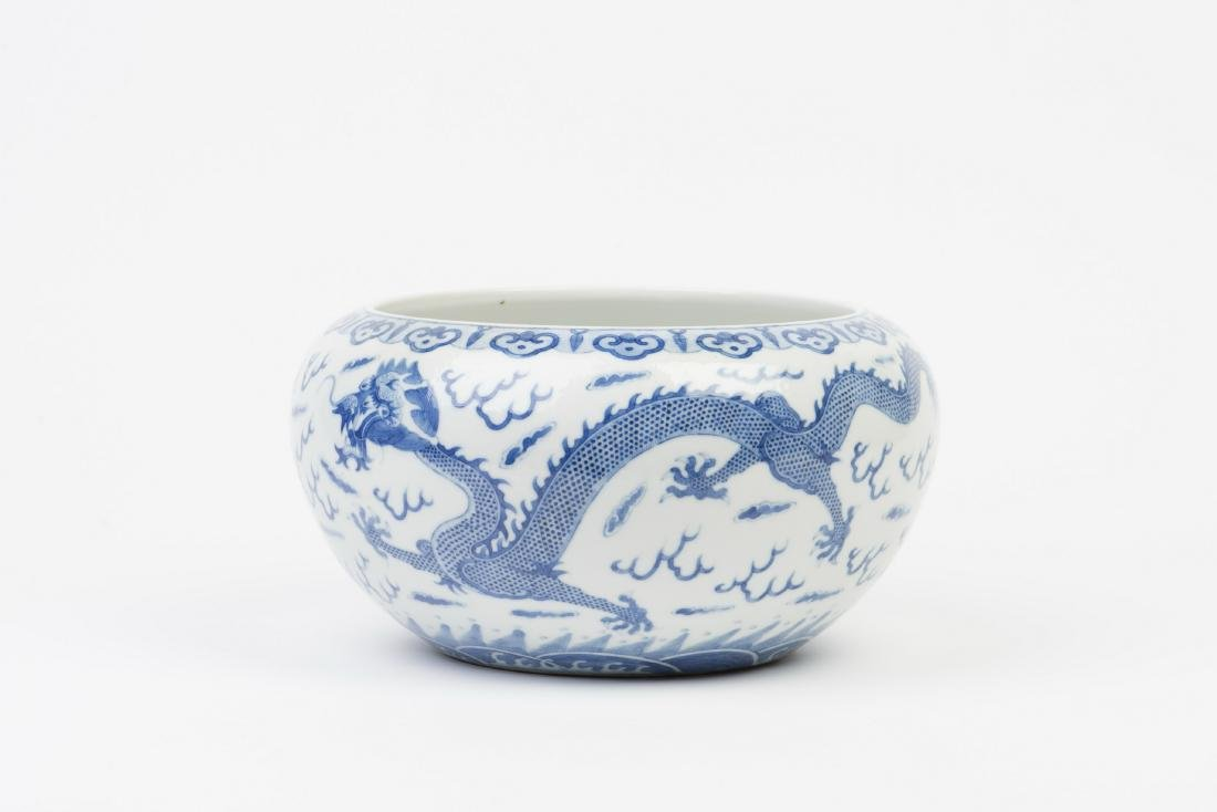 A BLUE AND WHITE PORCELAIN POT - 3