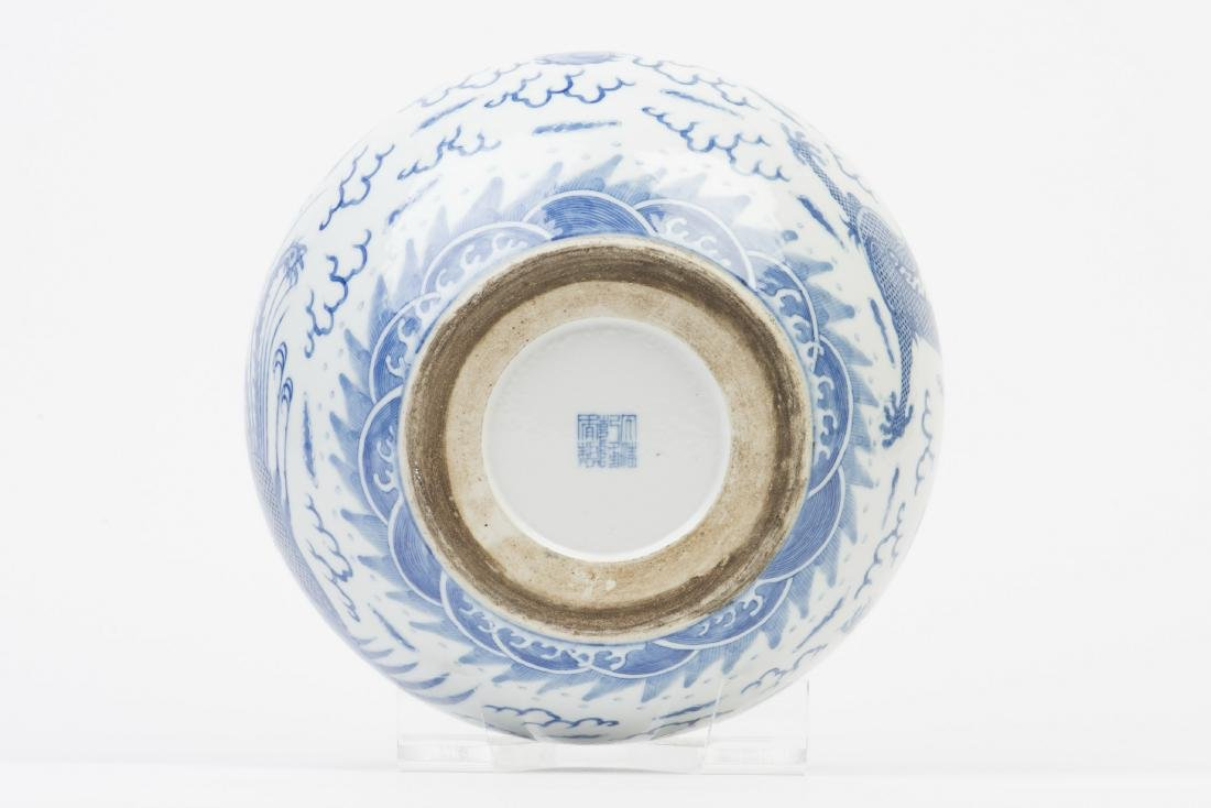 A BLUE AND WHITE PORCELAIN POT - 5